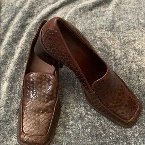 Size 7 Nicole loafers in Woven Brown